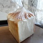 ル・ブール食彩館 - 料理写真:会員登録で頂いた、ファミリーブレッド