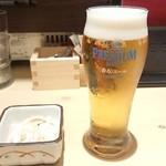 酒肴日和 アテニヨル - サントリー香るエール生小 380円(税別)とお通し350円(税別)