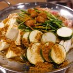 ホルモン鍋 暖 - 夏を感じるスパイスカレー鍋