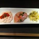 バー ディーアール - アンキモのカルパッチョ 白子の梅トマトソース 白菜サラダ昆布添え