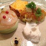 セル ドール - 冷たい前菜:エンドウ豆のムース、人参ケーキ、サーモンとホタテのパテ
