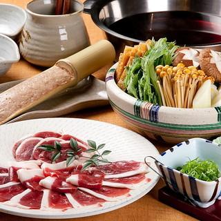 京都より直送の鴨を使った京鴨鍋や旬の素材を用いた懐石料理