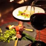 だいだらぼっち - 信州牛の串焼き(1,480円)と赤ワイン