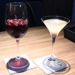 118972178 - ドイツ産葡萄ジュースとベリーのノンアルカクテル&梨と薔薇の二層のカクテル