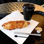 118974658 - フライドオニオンのチーズドッグ(350円 +税)                       コーヒー(250円 +税)