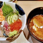 118980129 - 海鮮丼1600円あら汁つき