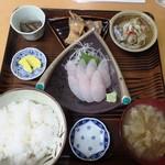 小笠原食堂 - ブリ三昧定食(刺身、煮物、焼物付)¥800