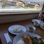 めだか食堂 - 料理写真:窓辺の席