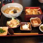 手打ちうどん 月あかり亭 - 日替わりランチB(830円)
