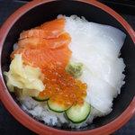 大漁桜どんぶり亭 - イクラ・イカ・サーモン丼