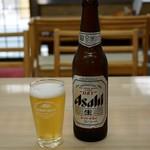 119003907 - 瓶ビールはスーパードライでキリンのグラス