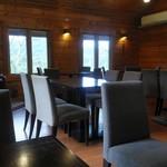 野坂茶屋 - 店内(座った場所からパチリ)