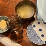 えきにくヤンボー - 最初に提供された物。ご飯等サービスコーナーから自分で取ります。
