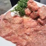 焼肉四季 - 厚切り特上タンステーキ 四季の上塩タン