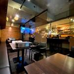 馬肉×ワイン 気まぐれバル 恵比寿 Whim - 店内はカウンターとテーブル席