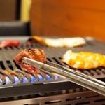 馬肉×ワイン 気まぐれバル 恵比寿 Whim - シャトーブリアンとエビ焼き