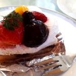 デセールカワウチ - ケーキセット(650円) タルトフルーツ