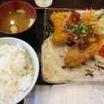 東京厨房 - アジフライと白身魚フライ甘酢あんかけソース…880円