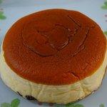 りくろーおじさんの店 - チーズケーキ588円 焼きたてふわふわでした