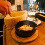 チーズと鉄板地下ビストロBooze up -