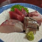 魚料理 ホノルル食堂 - お刺身アップ