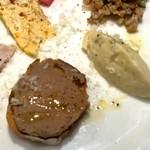 スペッロ -  大麦サラダ、マッシュドポテト、レバーペースト