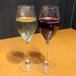 大間マグロ専門 個室 遥 - ワイン(赤) ¥490  /  ワイン(白) ¥490