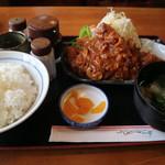 麦 - 料理写真:とんかつセットです☆ 2019-1104訪問