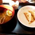 南平台温泉ホテル - 朝から蒸し餃子