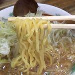 らー麺味噌やす - 麺は中太です