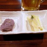 首里乃家 - 本日の付きだし。紅芋のマッシュポテトと、……ネギ系。