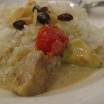 カレーショップトップス - チキンとアボカド・トマトのココナッツグリーンカレー 2