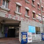 119110360 - お店はカプセルホテルの1階に入っている
