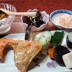 創作家庭料理 美祢 - この品数の多さにびっくり!