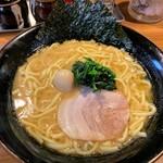 壱角家 - ラーメン730円 大盛100円
