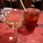 キャンティ トレ - グラスワイン と アイスティー