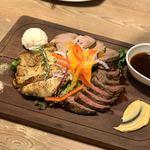 まるごと肉酒場 g (グラム) - 肉盛りプレート3種盛り/2880円