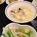 11913300 - ランチ:サラダ、スープ、漬け物