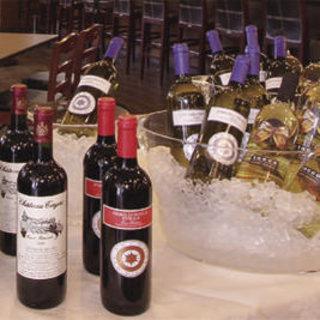 【ワインにこだわる】ソムリエ厳選ワインは常時約40種
