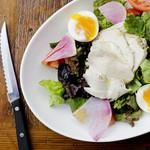 ボイルチキン&半熟卵のサラダ