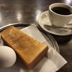 白鳥 - 料理写真:ホットコーヒー400円とモーニング