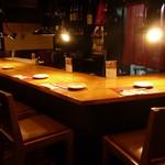 宮崎鶏焼 とさか  - カウンター席