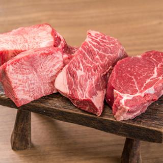 新鮮なお肉を分厚くカット!インパクト大な「伝説盛り」をどうぞ