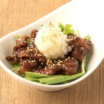 鶏皮カリカリとハリハリ水菜のゆずすこおろし添え