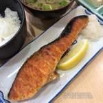 武蔵坊 弁慶 - シャケ塩焼ご飯半分 900円