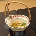 嵐渓荘 - 松茸土瓶蒸し