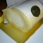 オカシーナ - 料理写真:ロールケーキ 1/2本