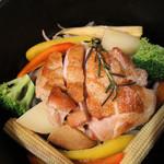 カフェグリーングリーン - 【沖繩県産】若鶏の鉄鍋ロースト