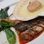 UZAWA - 2012年3月 Aランチ メイン(魚料理):本日の鮮魚UZAWAスタイル(トビウオのポワレ)