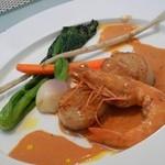 UZAWA - 2012年3月 Aランチ メイン(魚料理):(天使の海老と北海道産天然帆立貝のポアレ、海老ソース)と思う。(友達のオーダー)